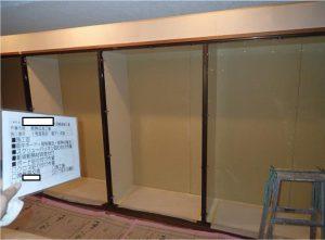 造り付けの家具裏の断熱工事施工状況