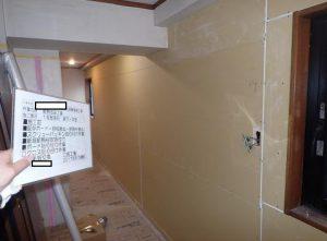 北側外壁に面する室内廊下壁・石膏ボード施工状況